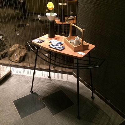 ハンモックテーブル。/feeLife YATSUGATAKE/八ヶ岳の家具工房ZEROSSO 創作家具