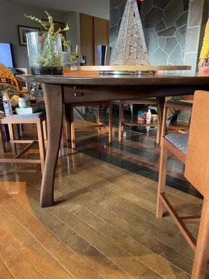 円形テーブル・ターンテーブル付き。八ヶ岳の家具工房ZEROSSOの創作家具、モダンなお仏壇、オリジナルの茶道具。