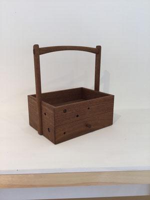 オリジナルの煙草盆/ウォールナット。八ヶ岳の家具工房ZEROSSOの創作家具、オリジナルの茶道具、モダンなお仏壇。