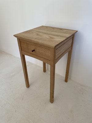 サイドテーブル。八ヶ岳の家具工房ZEROSSOのオリジナル、オーダーメイド家具。