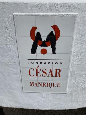 Einen bleibenden Eindruck auf die Insel hat der Künstler Cesar Manrique hinterlassen ... ist vor einigen Jahren bei einem Autounfall in einem der vielen Kreisverkehre hier auf der Insel ums Leben gekommen ...