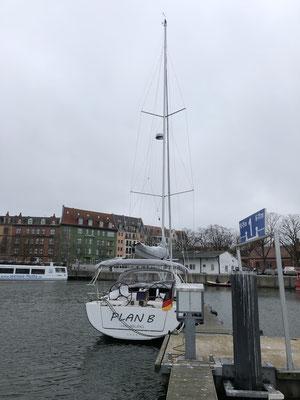 Am Nachmittag in Stralsund in der Marina festgemacht ... kurz einkaufen in der Stadt und ....