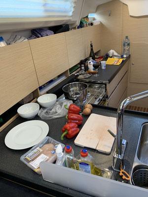 ... es kann ja nicht jeden Tag Nudeln geben ... heute wird Puten/Paprika Gulasch gekocht!