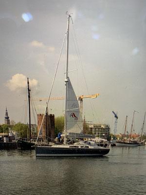 ... und bei richtig viel Wind kann ich nun das Segel auf diese Größe verkleinern! Da segelt es sich auch bei viel Wind entspannter und Materialschonender!