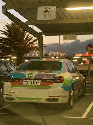 """Gestern habe ich mit dem Mietwagen Martin von der """"Jambo"""" in der Marina Rubicon im Süden Lanzarotes besucht. Zuletzt hatte ich Martin und seine Lebensgefährtin Anke in Porto gesehen, wo wir im gleichen Hafen lagen. Auf dem nächsten Bild mein Mietwagen!"""