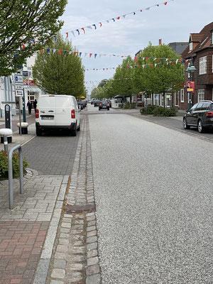 Abends noch ein kurzer Spaziergang die endlos lange Einkaufsstraße von Brunsbüttel entlang ... auf dem Rückweg noch kurz eingekauft....