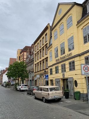 Die Sightseeing-Komponente ist in Lübeck aufgrund der anstehenden Besorgungen und des Wetters recht kurz ausgefallen .. aber überall tolle alte Straßenzüge und Gassen.