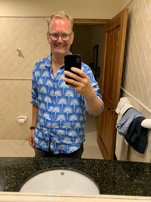 Da ich kaum etwas vom Boot mitnehmen konnte ausser ein paar Klamotten, Laptop, Papiere usw. habe ich dann versucht auf Antigua ein Paar Hemden, T-Shirts usw. einzukaufen ... ob ich das in Deutschland trage??? aber die Auswahl war begrenzt!