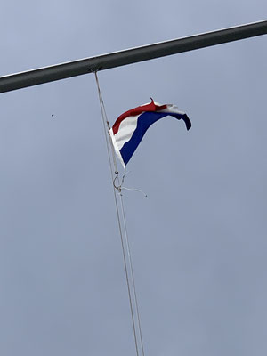Hier in Holland habe ich auch zum ersten Mal eine Gastlandflagge gesetzt ... die nächsten Flaggen liegen schon griffbereit (Belgien, Frankreich, Spanien, Portugal)