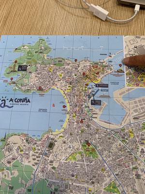 """""""Plan B"""" liegt ungefähr da wo ich mit dem Finger hinzeige ... Sonntag schaue ich mir den Torre de Hercules mit zugehörigem Park (oben links auf der Karte) an"""