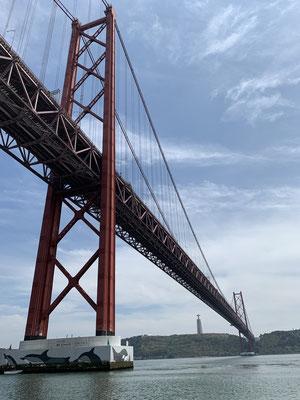 .. und unter der Brücke durch ...
