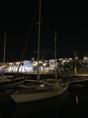 ... im Dunkeln fällt mir dann noch ein Boot ins Auge .... das kenne ich doch irgendwo her ...