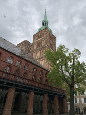 Auf dem Weg zum Edeka kurze Sightseeing Tour durch Stralsund ...