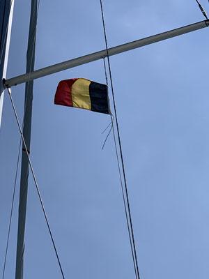 Für Zeebrügge wird auch die Belgische Gastlandflagge hochgezogen!