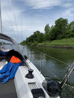Dann geht es durch den Nord-Ostsee-Kanal nach einer Übernachtung in Brunsbüttel direkt weiter nach Cuxhaven!