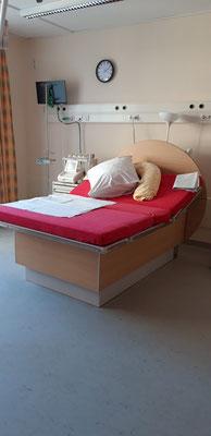 Kreißsaal 1 großes Entbindungsbett