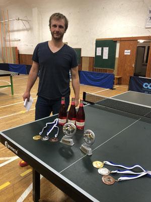 Turnierleiter Christoph Kuhl bittet zur Siegerehrung