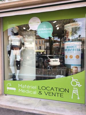 Marquage adhésif vitre pharmacie