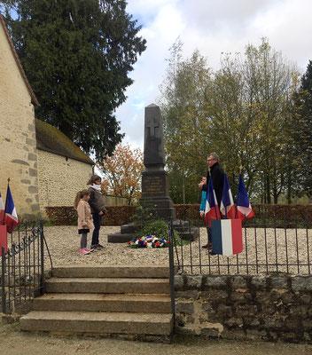 Dépôt de gerbe au monument au morts.