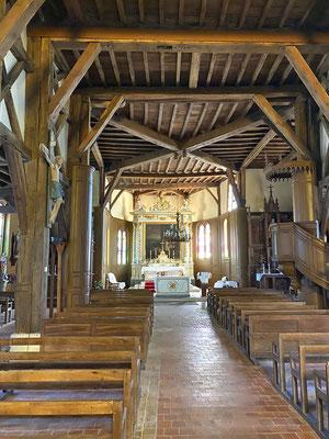 L'intérieur de l'église d'Outines