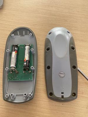 Die diversen kleinen Fernbedienungen (hier die der Ankerwinde) und Kleingeräte, haben auch neue Batterien erhalten. Es kann also wieder losgehen mit der Segelei!