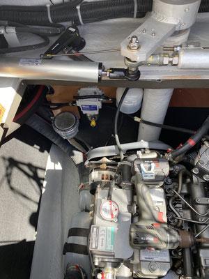 Im Bild ist der Filter mit dem kleinen gelben Drehknopf zu sehen! Zusätzlich gibt es noch Biozid in den Diesel, dann dürfte eigentlich nichts schief gehen ... eigentlich!