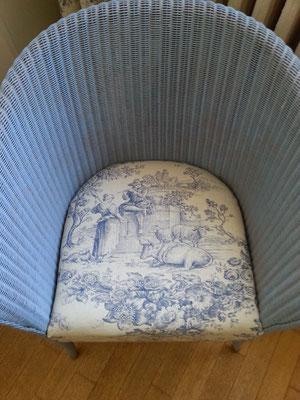 Loom-Chair mit Toile-de-Jouy Sitzkissen