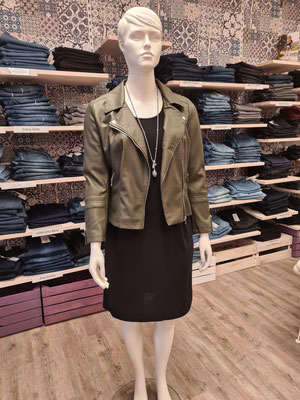 103. Kleid Only Carmakoma 20,00€ statt 39,99€  schwarz S,M   Bikerjacke 30,00€ siehe Nr.67