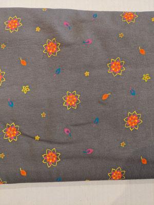Blumenregen auf grau
