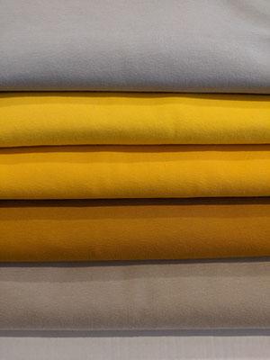Hellgrau, hellgelb, sonnengelb, zimt, beige