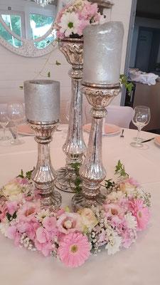 Runde Tische für ein stilvolles Ambiente