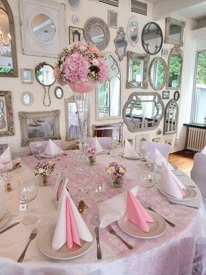 Stilvolle Tischdeko für die Hochzeit