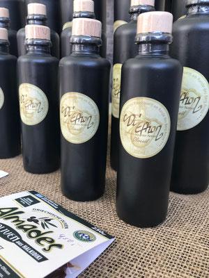 Exquisites kaltgepresstes Olivenöl aus eigenem Anbau, handgeerntet