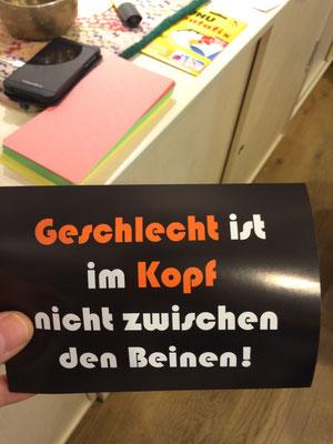 'Geschlecht ist im Kopf nicht zwischen den Beinen' dieser Satz ist sehr wichtig. Denn die sexuelle Identität ist nicht immer das biologische Geschlecht! Das ist das Leitmotto auf dem Flyer von MeeTs, der Trans* Gruppe aus dem Sunrise in Dortmund.
