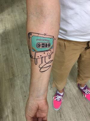 Tatuaje cinta cassette