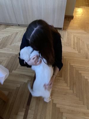 Julia und Therapiehund Betty