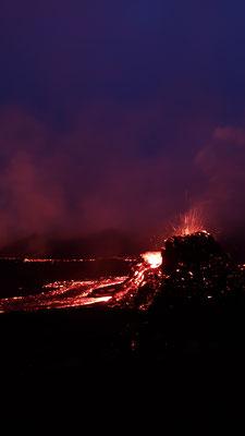 Der Vulkan bei Dunkelheit