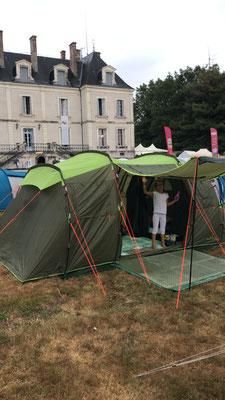 Unser Zelt gleich hinterm Schloß