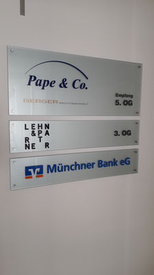 Echtglasschilder mit Edelstahlpunkthaltern München