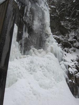 凍りついている清滝