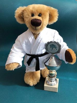 Bär 35 cm groß für einen begeisterten Judo Sportler