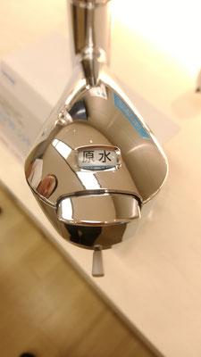 再び「クリーンシャワー」のシャワーヘッド部。わかる人にはわかる、切り替えボタンの操作感「カシャッ」から「カチッ」に向上。