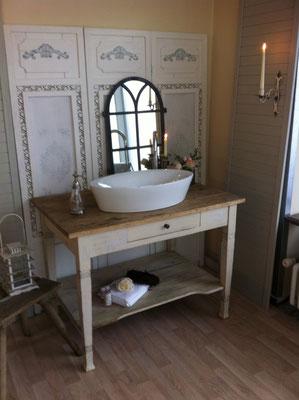 vintage waschtische funktionst chtig aufgearbeitet land liebe badm bel landhaus. Black Bedroom Furniture Sets. Home Design Ideas