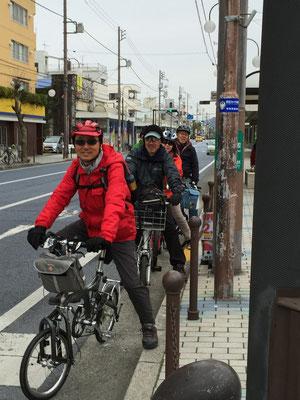 一路、解散地の平塚駅前へ