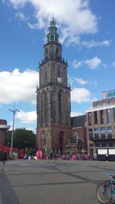Door de stad zwerven en de Martinitoren tegen komen.