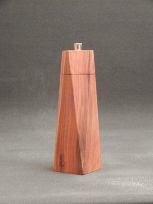 Salzmühle aus Apfelbaum,     ca. 5,5 x 19 cm,    CHF 105.-