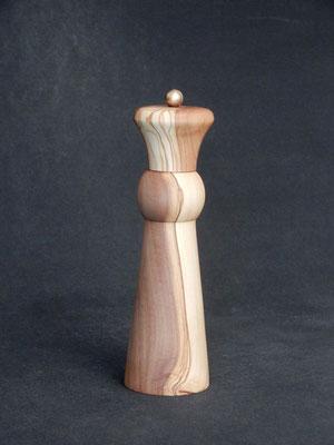 Pfeffer/Stahl,   Ölbaum,   ca. 5,5 x 19,5 cm,   CHF 105.-