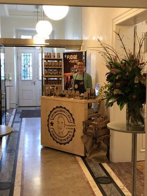 M19 Verkaufsausstellung für Kunsthandwerk und Design in der Historischen Villa Metzler in Frankfurt am Main.