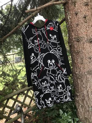 wunderschönes Shirtkleid mit Kapuze und Teddybaerenmuster, kleine Extras machen das Kleid zum Lieblingsstueck