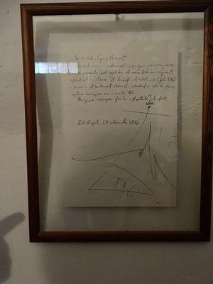 Eine Urkunde, in der Dalí dem Autor die Bildrechte über die Zeichnungen eines Buches einräumt